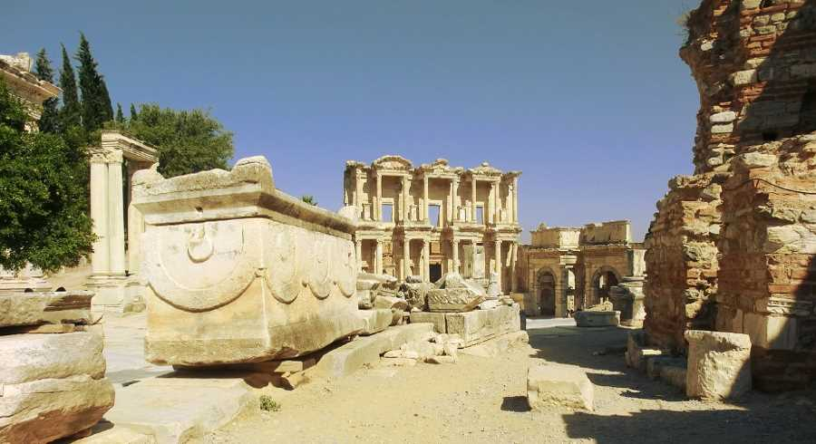 Discover the ancient ruins of Ephesus